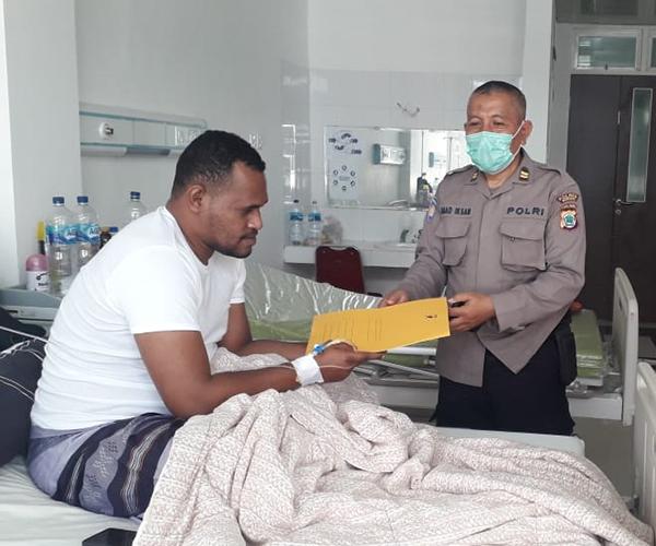 Kapolres Sorong Diwakili Kabag Sumda Jenguk Kasat Narkoba