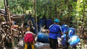 Untuk Kesekian Kalinya, Polsek Salawati Gerebek Tempat Penyulingan Miras Oplosan Di Tengah Hutan