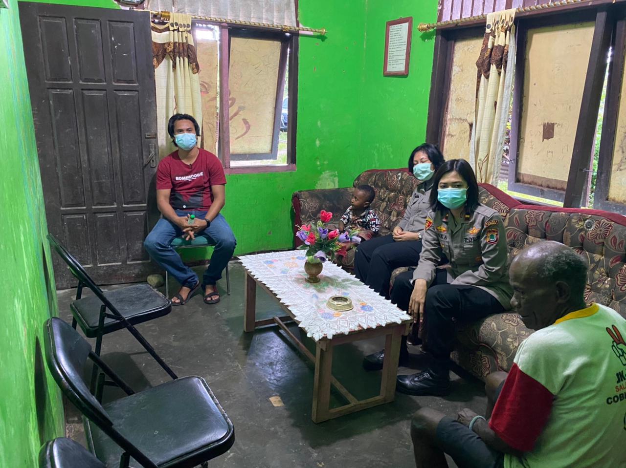 Kapolsek Beraur Silaturahmi dan Dialogis Bersama Kepala Suku Moi Klabra dan Tokoh Agama