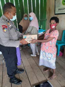 Peduli Kesehatan Anak Dan Ibu Hamil Bhabinkamtibmas Kelurahan Malasom Aipda La Dauwi, S.H., M.H Sambangi Posyandu