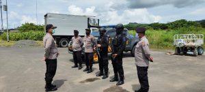 Polsek Sausapor Kawal Vaksin Covid-19 (Sinovac) Dari  Bandara DEO Kota Sorong Menuju Kabupaten Tambrauw