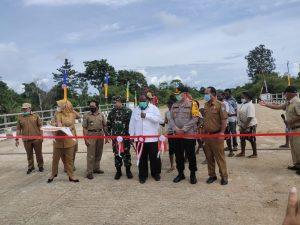 Kapolres Sorong Hadiri Peresmian Jembatan Sungai Mariat SP. 2 Jalan KPU – Klamalu
