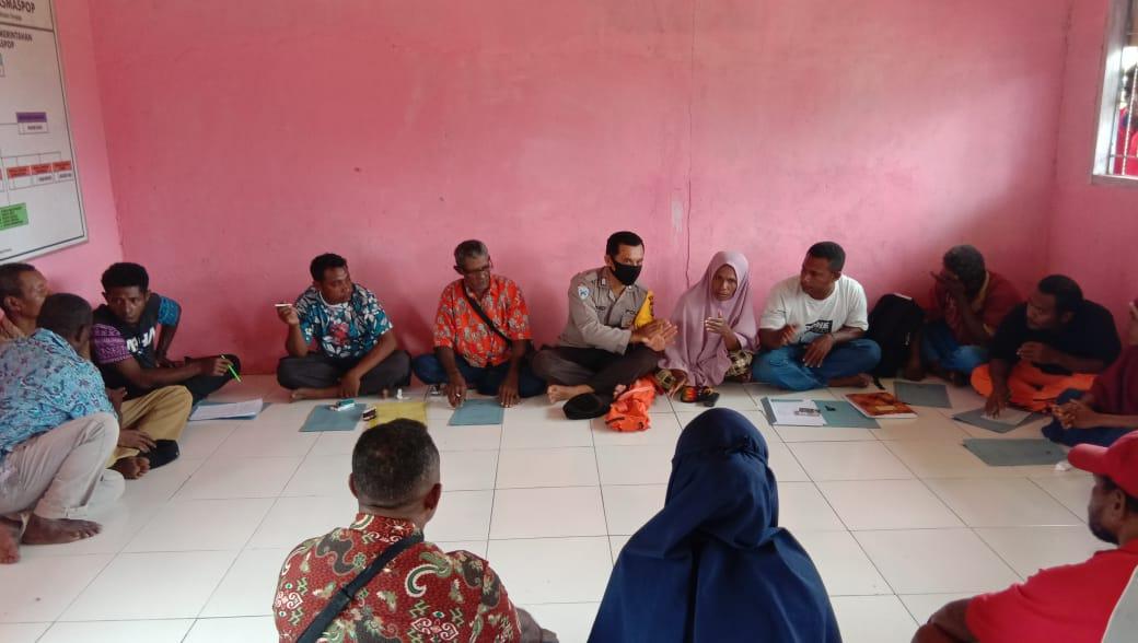 Bhabinkamtibmas Hadiri Musyawarah Penjaringan Calon Kepala Kampung Masmaspop