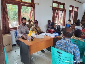 Kapolsek Seget Di Wakili Kanit Sabhara Hadiri Musyawarah Distrik Salawati Tengah, Membahas Penggunaan Dana Desa T. A. 2021