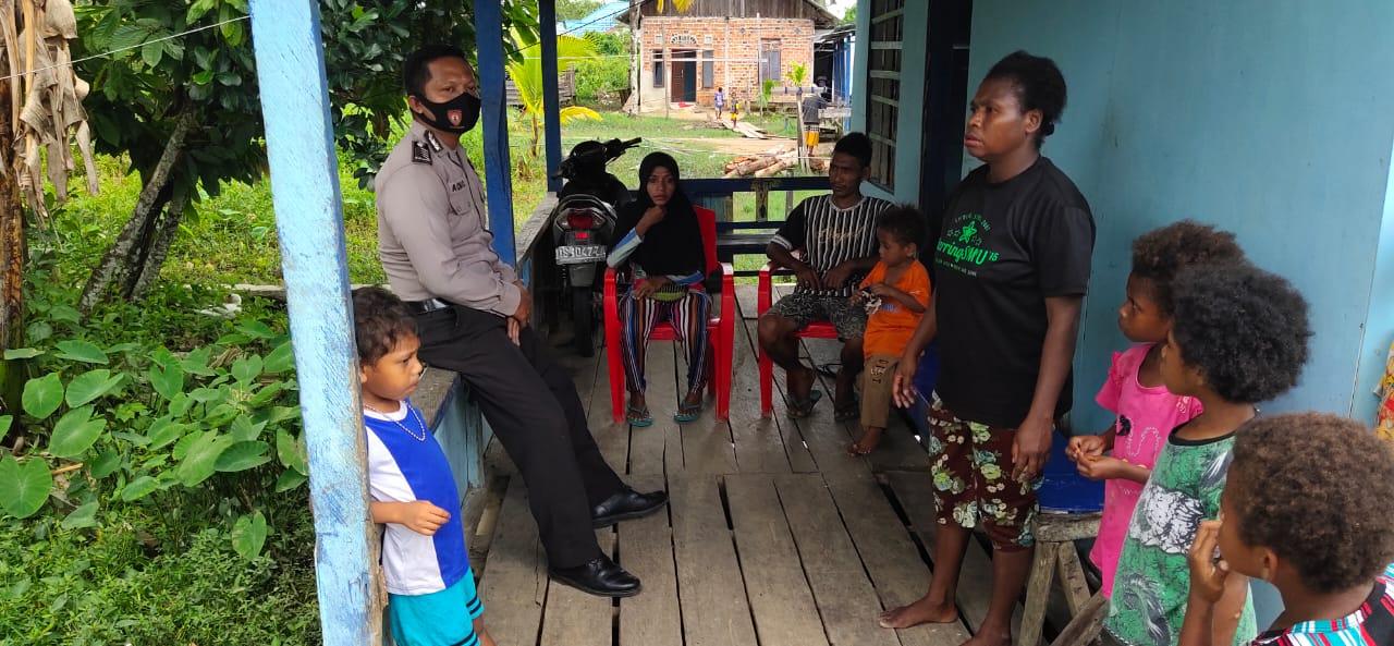 Wujudkan Kedekatan Dengan Masyarakat, Bhabinkamtibmas Kampung Klagulu Sambangi Warga Binaannya