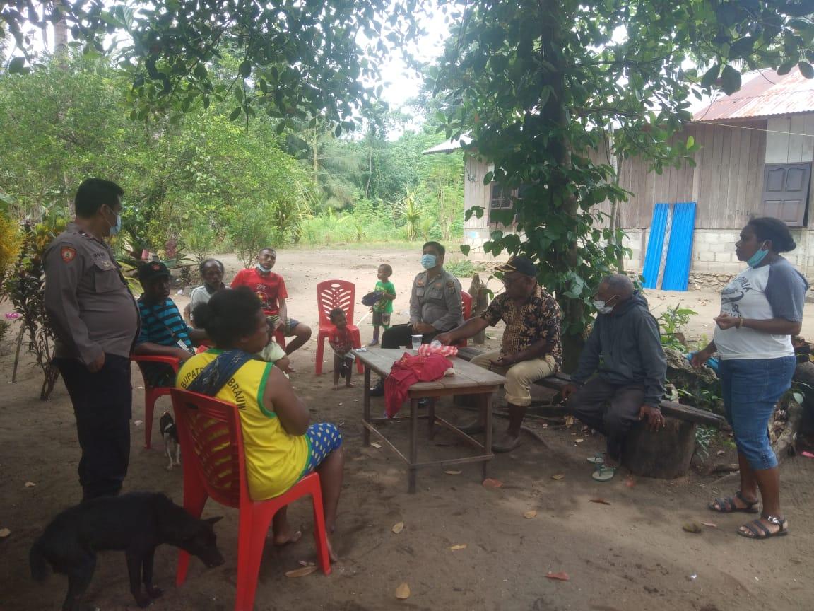 Wujudkan Kedekatan Dengan Masyarakat, Kapolsek Sausapor Sambangi Tokoh-Tokoh