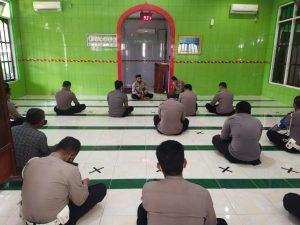 Perkuat Keimanan, Personil Polres Sorong Laksanakan Pembinaan Rohani Dan Mental