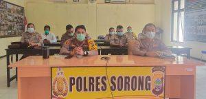 Kapolres Sorong Di Dampingi Waka Polres Sorong Ikuti Video Conference Yang Di Pimpinan Langsing Kapolri