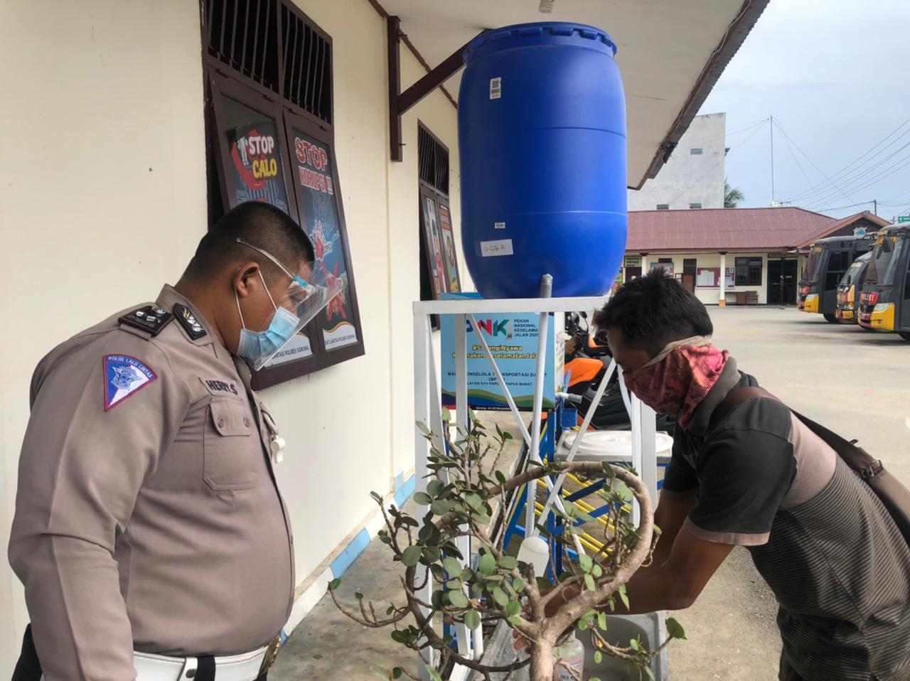 Beri Pelayanan SIM di Tengah Pandemi Covid-19, Polres Sorong Terapkan Protokol Kesehatan Secara Ketat