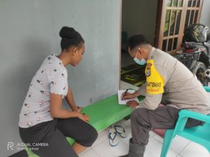 Bhabinkamtibmas Polres Sorong Dan Polsek Jajaran Sosialisasi Rekrutmen Polri di Kampung Binaan Masing – Masing