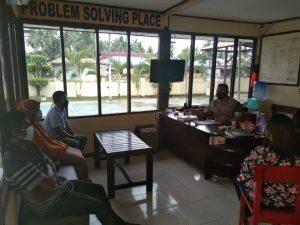 Anggota Jaga Regu 1 Polsek Salawati Mediasi Salah Paham Antara Warga