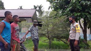 Melalui Door To Door System ( DDS ), Bhabinkamtibmas Kampung Klayas Himbau Warga Patuhi Kebijakan Pemerintah di Masa Pandemi Covid-19