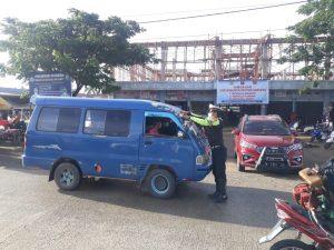 Unit Patwal Sat Lantas Polres Sorong Gencar Ingatkan Pengendara pakai masker