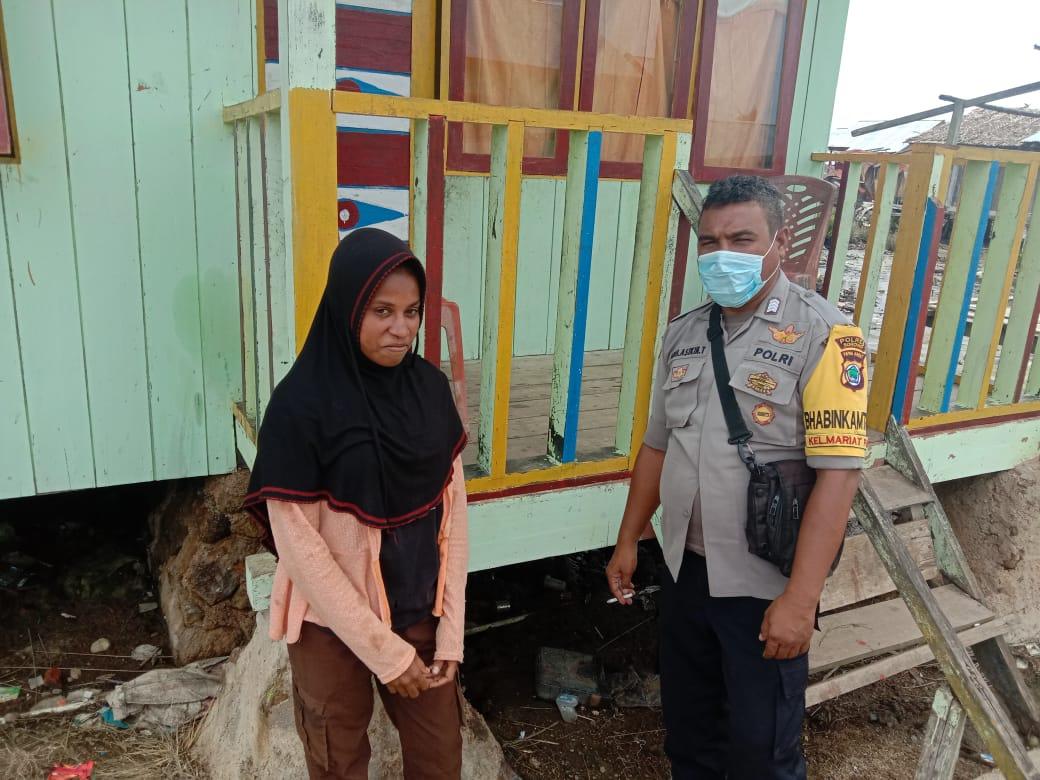 Dekatkan diri dengan warga, Bhabinkamtibmas Kelurahan Mariat Pantai laksanakan Door to door system (DDS)