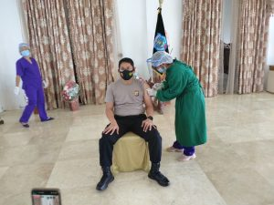 Kapolres Sorong ikuti Penyuntikan Vaksinasi Covid-19 (Sinovac biotech) Tahap-2 di Pendopo Kediaman Bupati Kabupaten Sorong