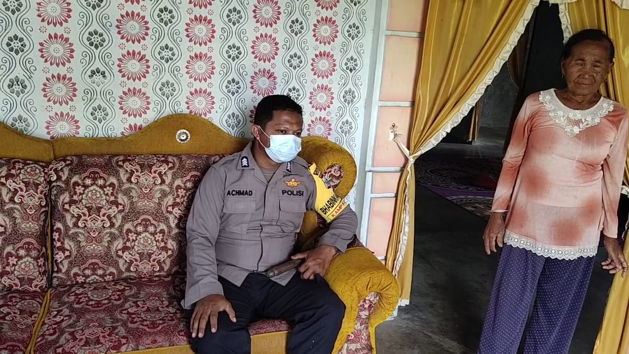 Bhabinkamtibmas Kampung Klagulu Dengan cara Door to Door Systiem (DDS) Sambangi warga Binaan