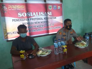 Kapolsek Salawati Sosialisasi Protokol Kesehatan Di Balai Kampung Rawasugih
