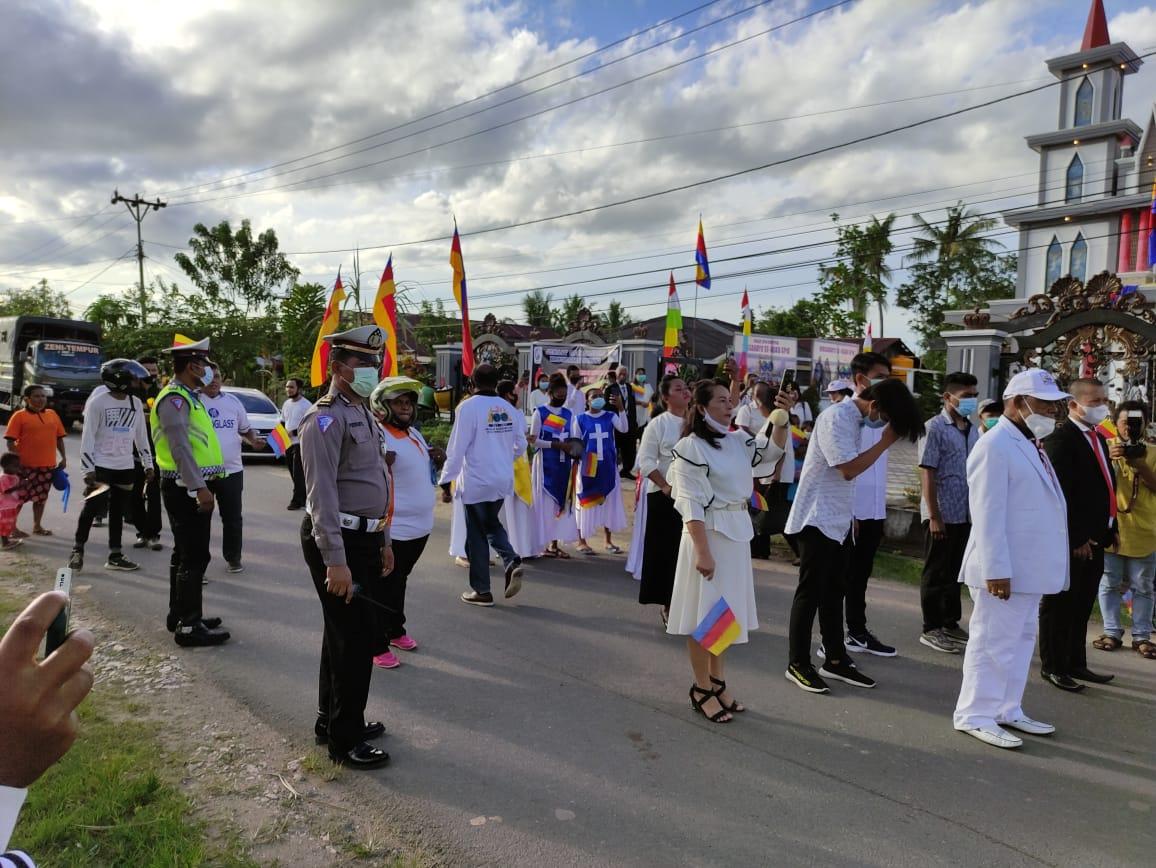 Personil Polres Sorong dan Polsek Jajaran Pengamanan Kirab Obor Pantekosta dalam rangka HUT GPdi ke-100 Thn (I abad ) masuk Indonesia