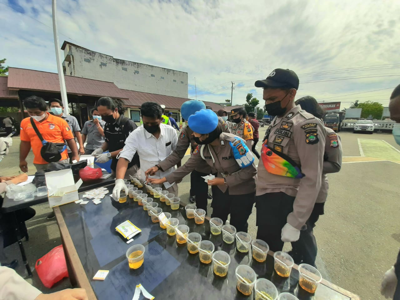 Polres Sorong melakukan tes urine Petwira dan para Anggota Polres Sorong