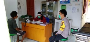 Antisipasi Penyebaran Virus Corona Bhabinkamtibmas Kampung Segun Sambangi Puskesmas Segun Distrik Segun