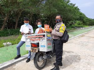 Motor Bhabinkamtibmas Dimanfaatkan jadi Perpustakaan Keliling Oleh Bhabinkamtibmas kelurahan Malasom