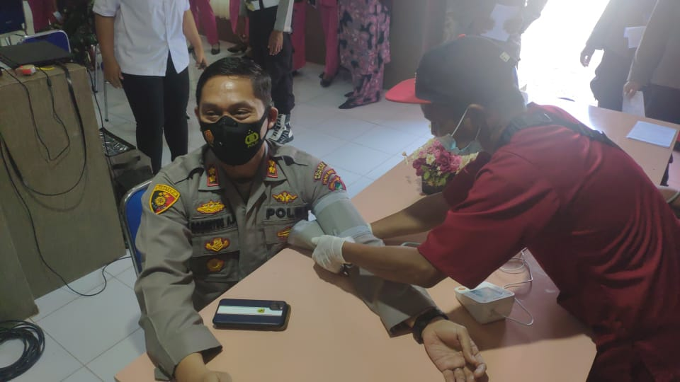 Polres sorong menggelar donor darah dalam rangka menyambut Hari Bhayangkara ke-75