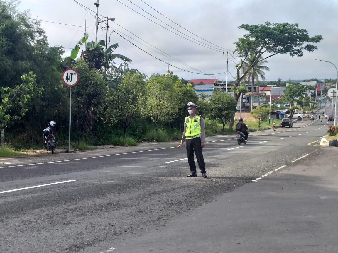 Anggota Sat Lantas Polres Sorong Laksanakan Giat Strong Point Pagi