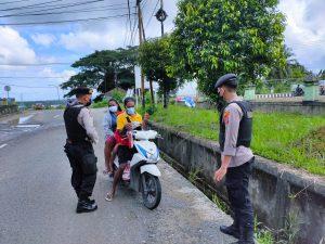 Patroli Sat Sabhara Polres Sorong Menghimbau Para pengendara agar patuhi protokol kesehatan