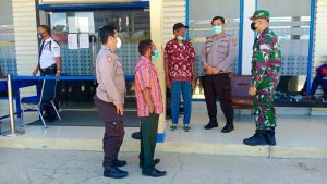 Sinergitas TNI-Polri, Koramil Sausapor Bersama Polsek Sausapor Melaksanakan Patroli Bersama