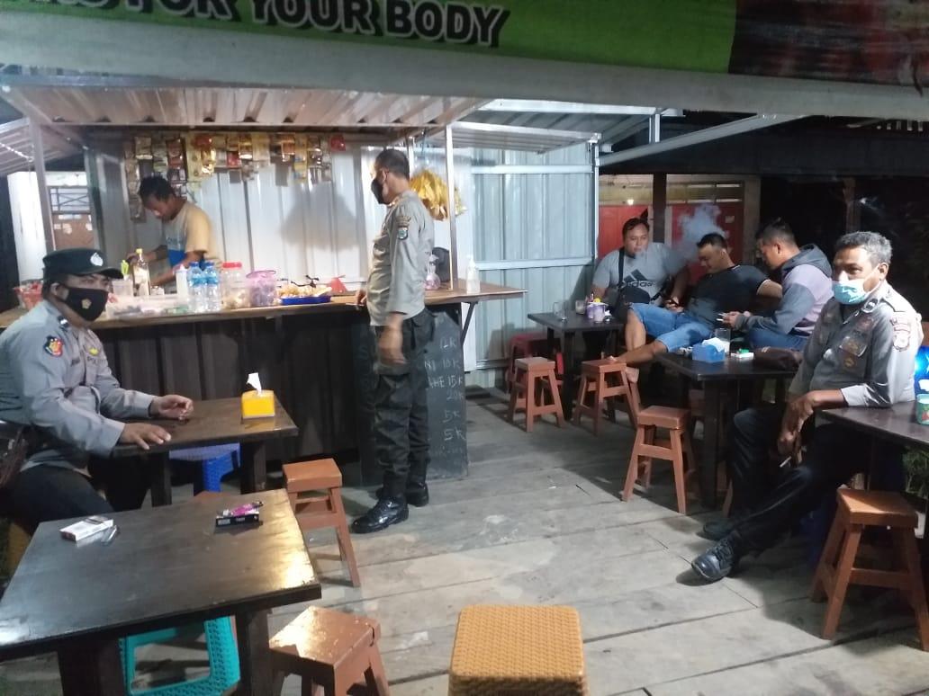 Polsek Aimasi Patroli Malam Sosialisasi Prokes dan PPKM