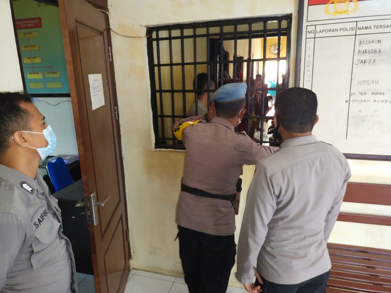 Kasie Propam Cek Tahanan dan Petugas Jaga di Rutan Polres Sorong