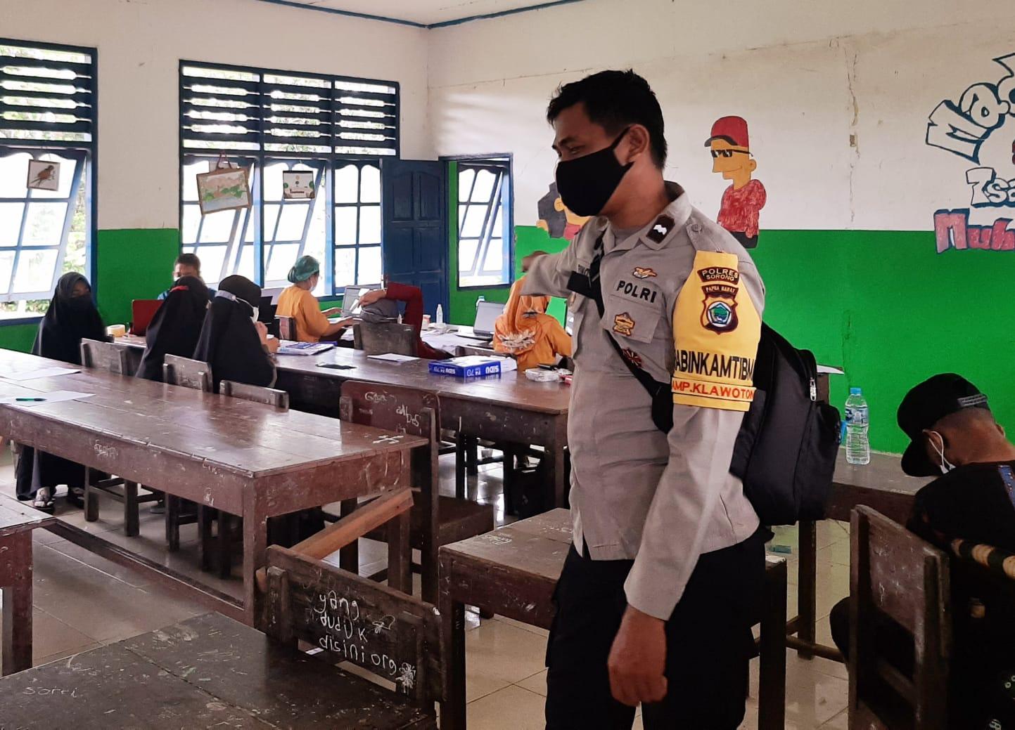 Ciptakan Herd Immunity Bagi Pelajar, Polsek Salawati Melaksanakan Vaksinasi Covid-19 Di Mts. Muhammadiyah
