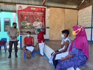 Kapolsek Sausapor Pantau Pelaksanaan Vaksinasi Di Balai Kampung Sausapor