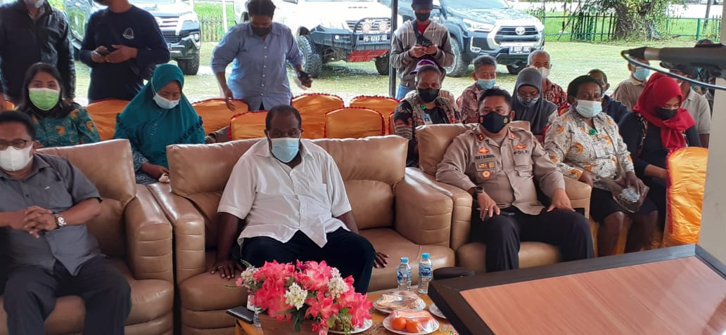 "Kapolres Sorong Hadiri Lounching Strategi Percepatan Pelayanan Dokumen kependudukan Melalui Program ""Kios Kampung di Kab Sorong"""