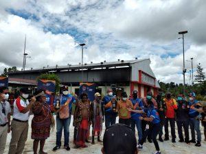 Personil Polres Sorong Laksanakan Pengamanan dan Pengawalan Pengambilan Api PON XX  Papua 2021 di Klamono Kabupaten Sorong