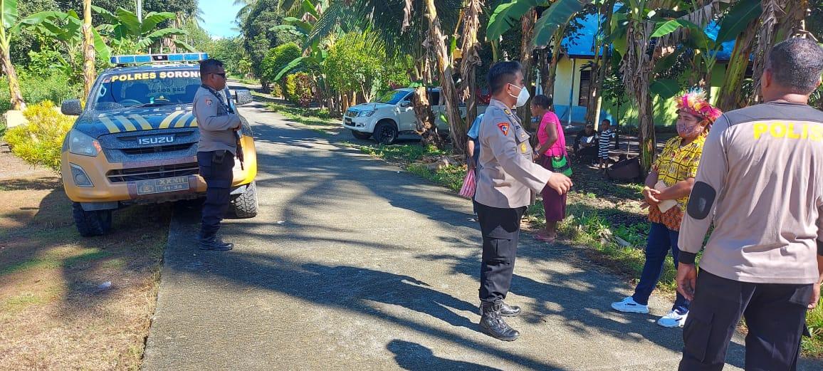 Pastikan Pilkakam Di Distrik Sausapor Aman, Kabag Ops Polres Sorong AKP Farial M. Ginting, SH. S.  Ik Pimpin Pengamanan