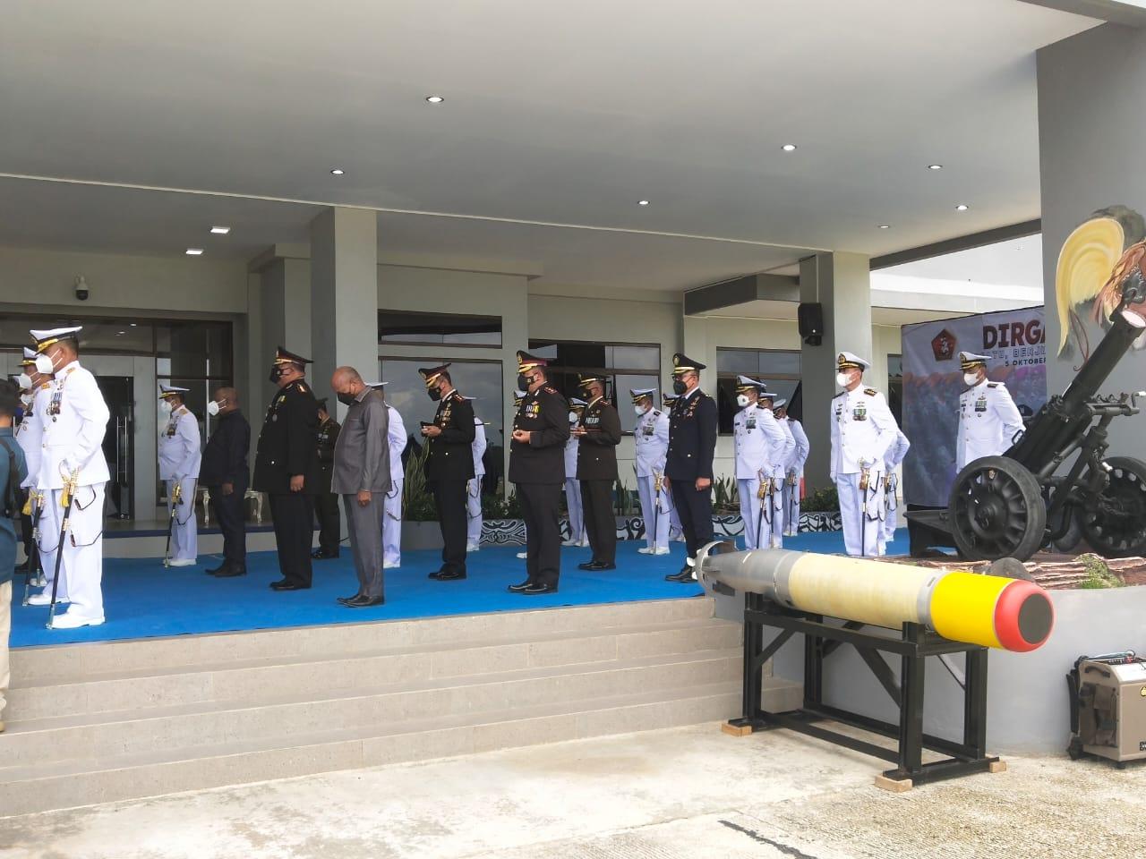 Melalui Vidcon, Kapolres Sorong Hadiri Upacara HUT TNI Ke-76 di Selasar Mako Koarmada III