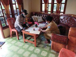 Wujudkan Sinergitas, Bhabinkamtibmas Sambangi Kepala Kampung Maladuk