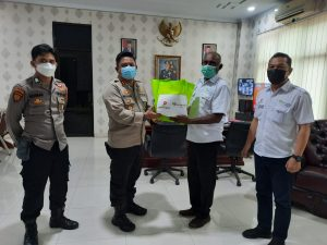Kepedulian PT RH Petrogas (Basin) LTD KMT Memberikan Paket Sembako Kepada Masyarakat Melalui Polres Sorong