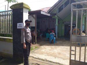Polres Sorong Kawal Gerai Vaksinasi Merdeka di Puskesmas Mariat dan Sekolah MTS Muhamadiyah Kelurahan Makbalim