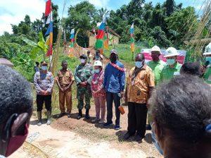 Kapolsek Seget Dampingi Dan Berikan Pengamanan Kunjungan Kerja Bupati Kabupaten Sorong Ke Kampung Meyouf