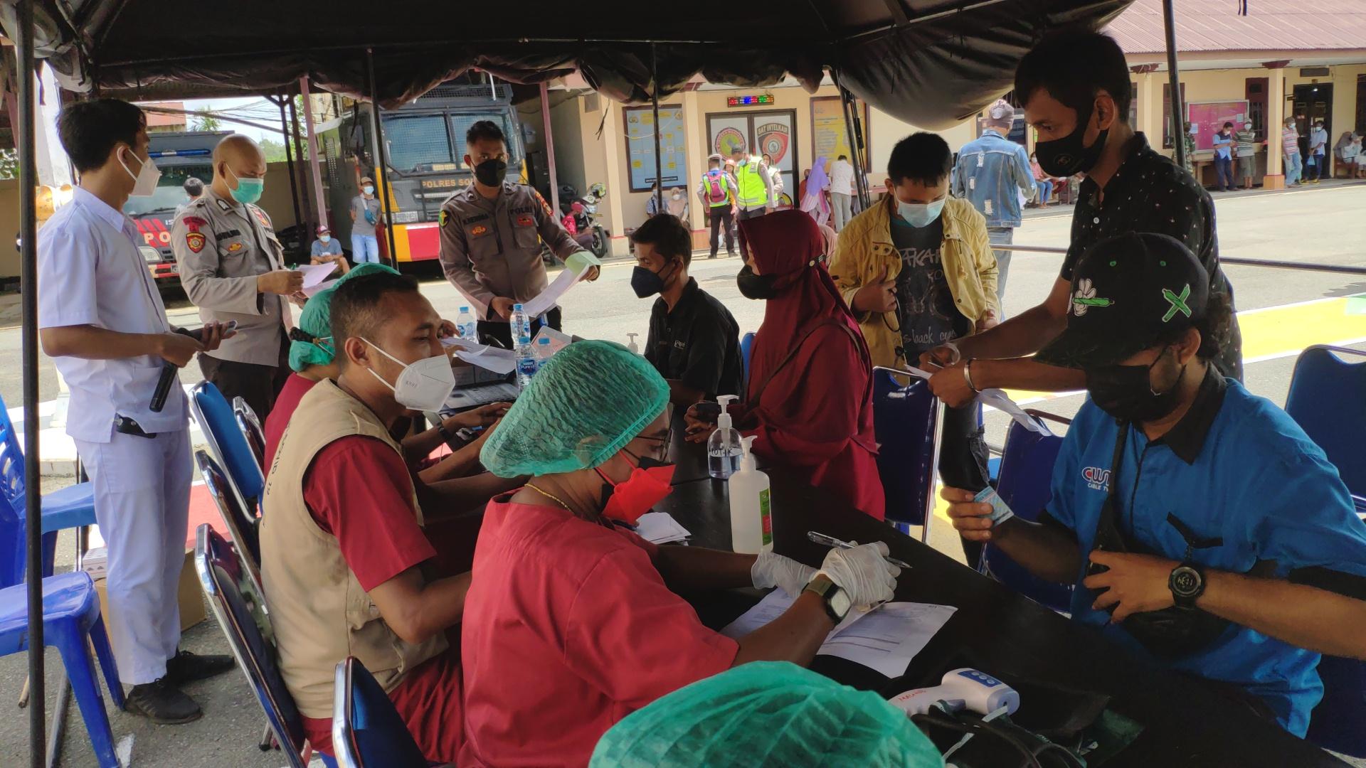 Polres Sorong Bersama Puskesma Malawili laksanakan Gerai Vaksin Merdeka