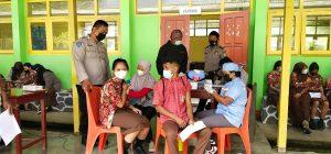 Vaksin Untuk Pelajar, Polsek Salawati Lakukan Pengamanan dan Monitoring