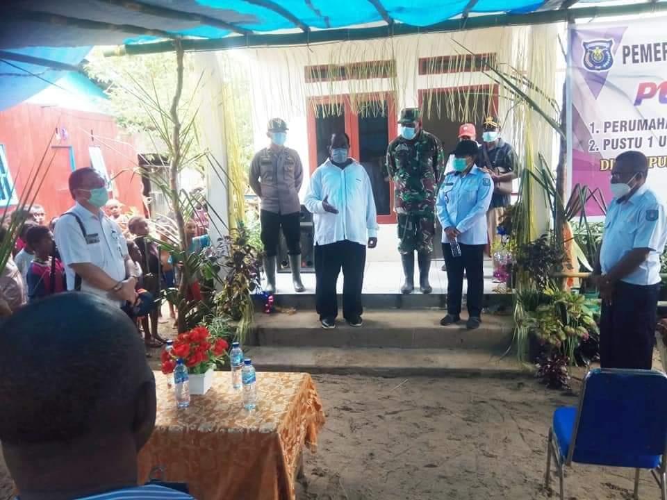 Kapolsek Seget Hadiri Peresmian Rumah Layak Huni Di Kampung Waluyo Oleh Bupati Kab. Sorong