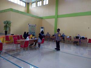 Waka Polsek Salawati Monitoring Vaksinasi Covid-19 Di Gedung Sekolah Man
