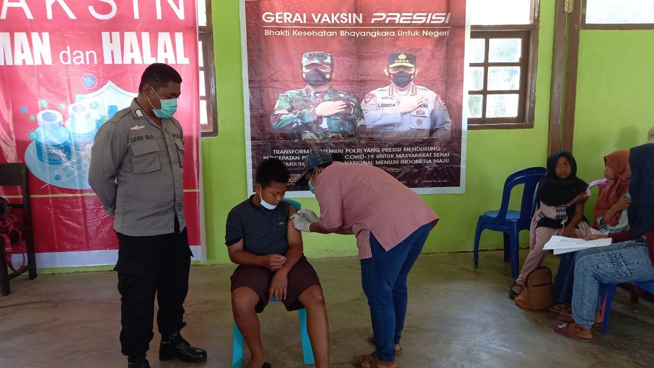 Polsek Sausapor Pengamanan Dan Monitoring Gerai Vaksin Presisi Kepada Pelajar SMP