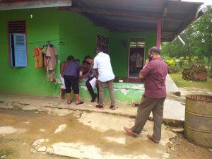 Anggota Polsek Aimas Di Pimpin Kapolsek Aimas Rumah Gerebek Penjual Miras Lokal jenis Bobo