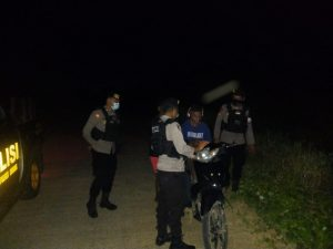 Piket Patmor Giat Patroli Wilayah dan Sambangi Pertokoan dan Bank2 Sampaikan Himbauan Kamtibamas