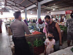 Upaya Kondusif Polres Sorong laksanakan Kegiatan Kepolisian Rutin Yang Ditingkatkan (KRYD) dan Berikan Himbauan di Pasar Warmon