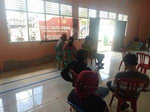 Anggota Polsek Salawati amankan Pelaksanaan Gerai Vaksin Presisi HUT Bhayangkara ke – 75